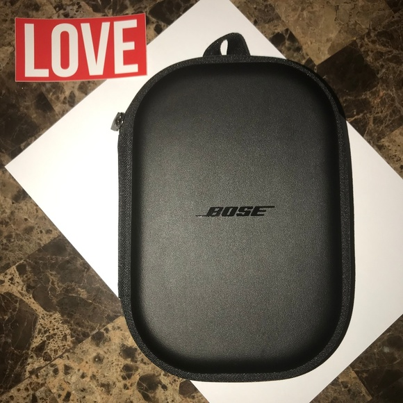 BOSE Other - BOSE QuietComfort 35 II Headphone Case & (Pads)